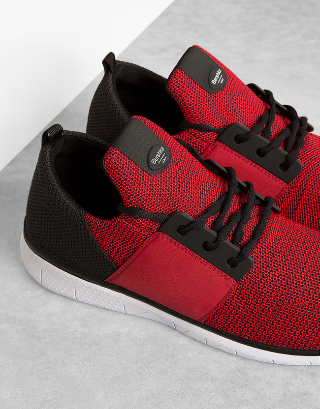 Điểm danh những mẫu sneaker giá rẻ cạnh tranh với Bitis Hunter của Sếp Tùng - Ảnh 2.