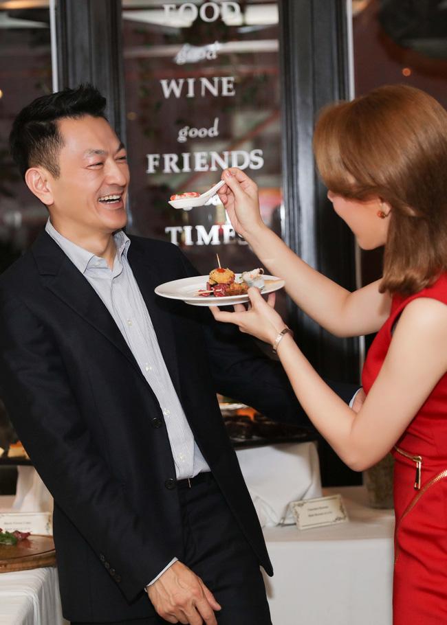 Thanh Thảo quấn quýt cùng bạn trai tại buổi tiệc ra mắt MV mới - Ảnh 4.