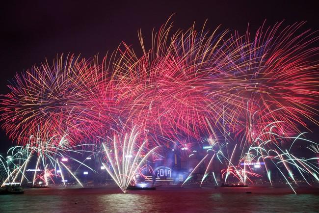 Pháo hoa rực sáng trên bầu trời các nước châu Á trong đêm giao thừa - Ảnh 3.