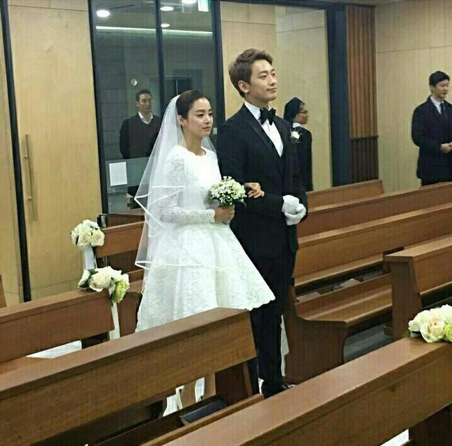 Không chỉ tổ chức đám cưới siêu tiết kiệm, Kim Tae Hee còn giản dị tới mức diện váy cưới không tên tuổi - Ảnh 2.