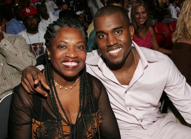 Kanye West cũng đua đòi kinh doanh mỹ phẩm, chính thức đối đầu em vợ Kylie Jenner - Ảnh 2.