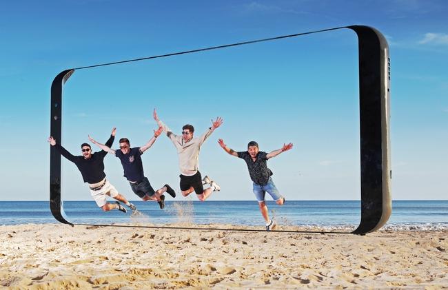 Samsung chơi trội dựng hẳn biển quảng cáo hình Galaxy S8 dài tới 7 mét - Ảnh 4.