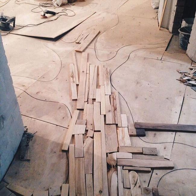 Thu thập các mảnh gỗ vụn bỏ đi, người đàn ông biến sàn nhà thành một tác phẩm nghệ thuật đẹp ngỡ ngàng - Ảnh 3.