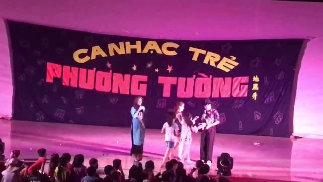 Đây là cách xử lý của sao Việt khi bị khán giả ném đồ lên sân khấu! - Ảnh 3.