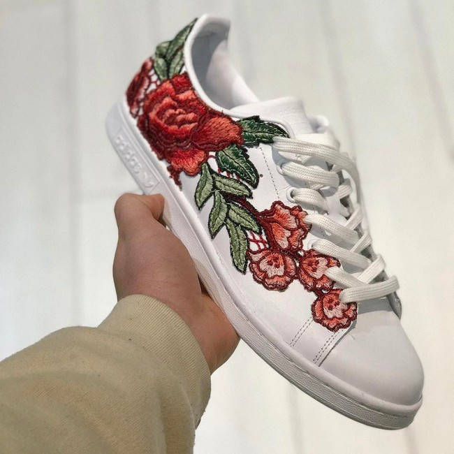 Giày sneaker thêu, xu hướng hoa hòe hoa sói mà bạn cứ lướt Instagram là gặp thời gian này - Ảnh 17.