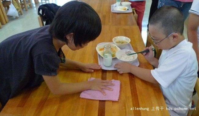 Một bữa trưa đạm bạc của trẻ em Nhật sẽ khiến nhiều người phải cảm thấy hổ thẹn, và đây là lý do 21