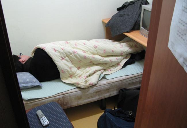 Nữ sinh trường Luật bức xúc vì bạn cùng trọ sống hoang phí, dẫn người yêu về ngủ qua đêm - Ảnh 3.
