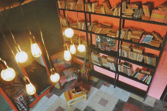 Ở ngay những khu phố Tây ồn ã, cũng có những quán cafe bình yên và xinh xắn như thế! - Ảnh 10.