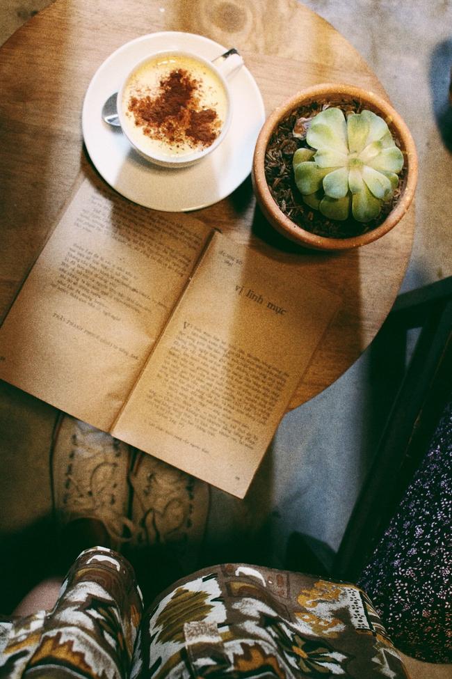 Ở ngay những khu phố Tây ồn ã, cũng có những quán cafe bình yên và xinh xắn như thế! - Ảnh 8.