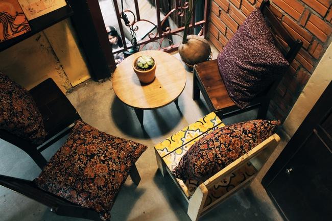 Ở ngay những khu phố Tây ồn ã, cũng có những quán cafe bình yên và xinh xắn như thế! - Ảnh 3.