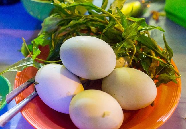 Món ăn hot nhất mạng xã hội ngày hôm nay: Trứng vịt dữa là cái gì? - Ảnh 3.