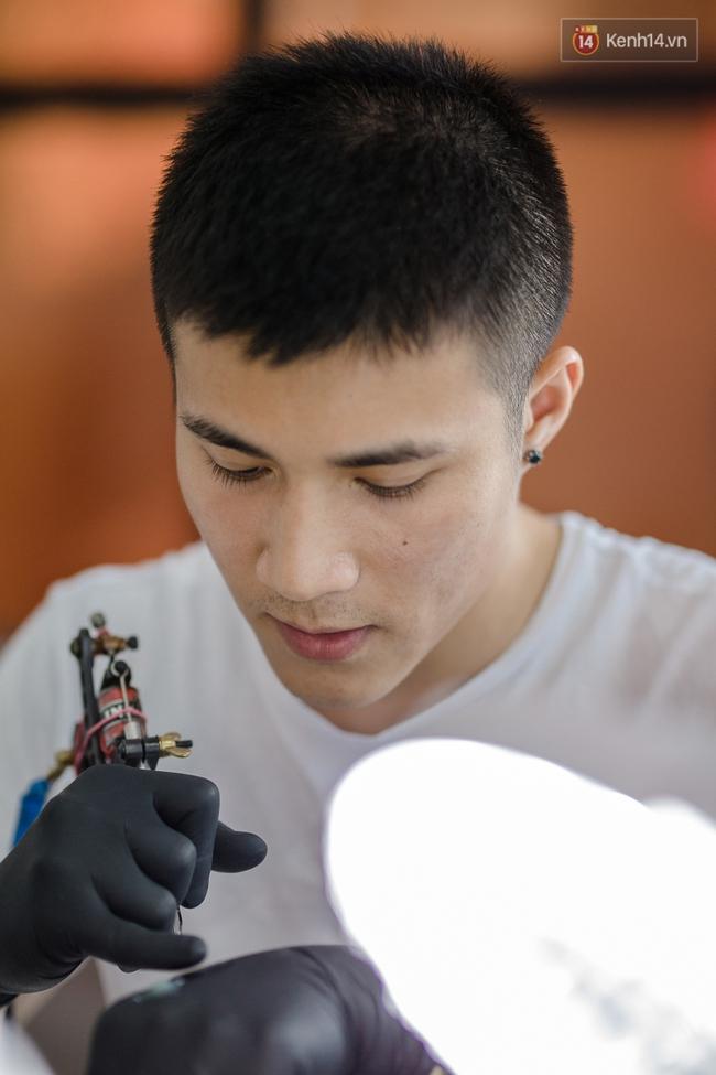 Chunhack - Chàng thợ xăm đẹp trai đang khiến giới trẻ Sài Gòn điên đảo với những hình xăm nhỏ cực chất - Ảnh 5.
