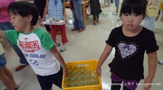 Một bữa trưa đạm bạc của trẻ em Nhật sẽ khiến nhiều người phải cảm thấy hổ thẹn, và đây là lý do 19