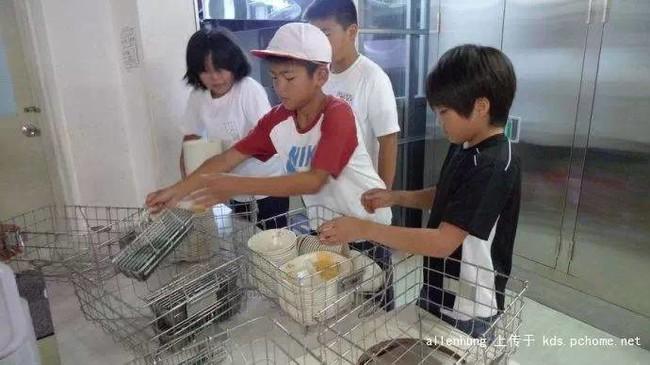 Một bữa trưa đạm bạc của trẻ em Nhật sẽ khiến nhiều người phải cảm thấy hổ thẹn, và đây là lý do 20