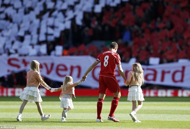 Chúc mừng Gerrard, huyền thoại Liverpool đã có quý tử sau ba công chúa xinh đẹp - Ảnh 3.