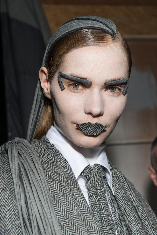 Những kiểu makeup dọa ma khiến người xem phải giật mình tại Tuần lễ thời trang Thu/Đông 2017 - Ảnh 2.