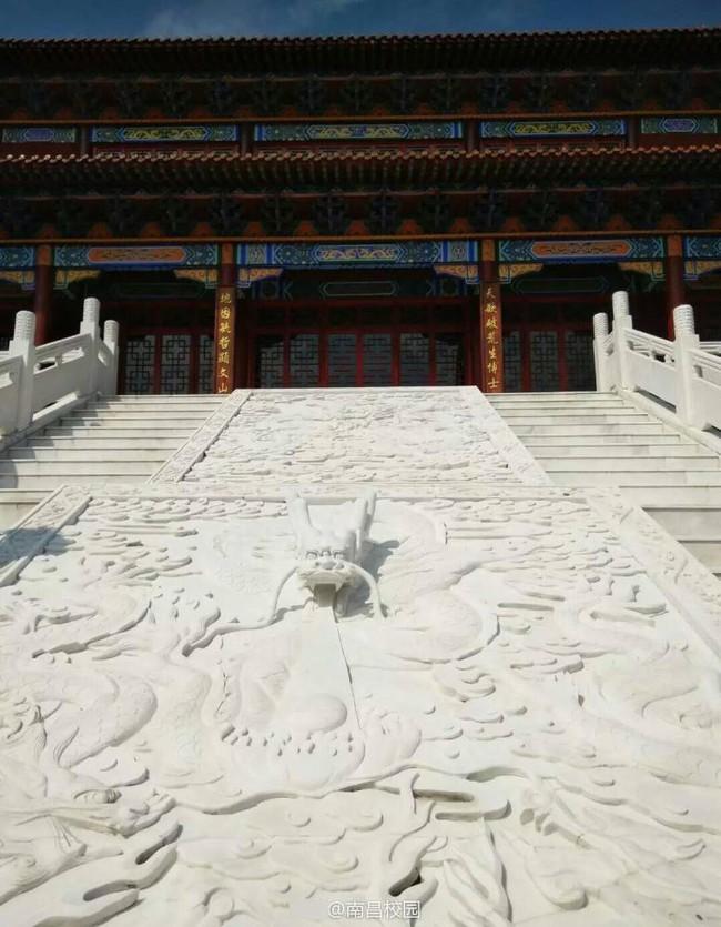 Sinh viên Trung Quốc thích thú với trường học có lối thiết kế như Hoàng cung, đi học như lên chầu - ảnh 6