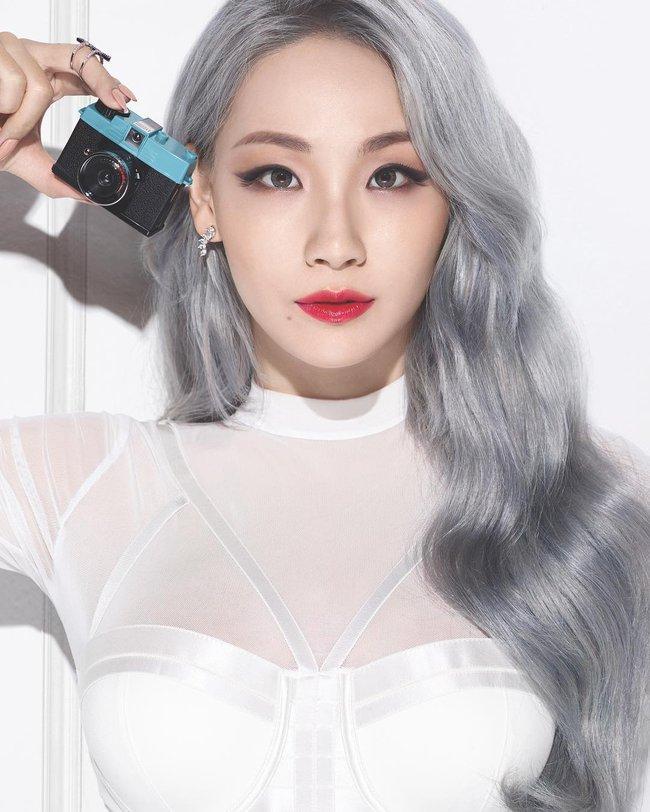 Changmakeup tạm biệt tóc bạch kim, chuyển sang màu nhuộm Bạch Cốt Tinh siêu nổi - Ảnh 3.