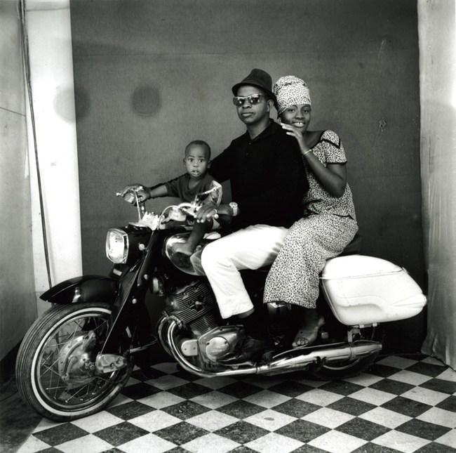Thú vị: Mẫu nam ăn vận sành điệu ngồi vắt vẻo trên xe Honda Cub trong chiến dịch quảng bá mới của Gucci - Ảnh 5.