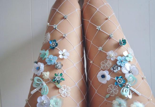 Bạn sẽ muốn ôm phản lao ra biển khi đi những đôi tất lưới phong cách nàng tiên cá này - Ảnh 3.