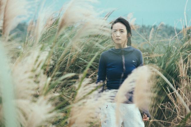 Lâm Y Thần bị cưỡng hiếp ngay giữa đồng khi vừa trở lại màn ảnh rộng - Ảnh 4.