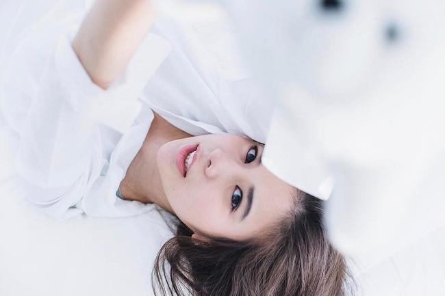 Ngoài son đỏ, các hot girl châu Á còn tích cực diện những màu son cực lạ dịp Tết vừa qua - Ảnh 8.