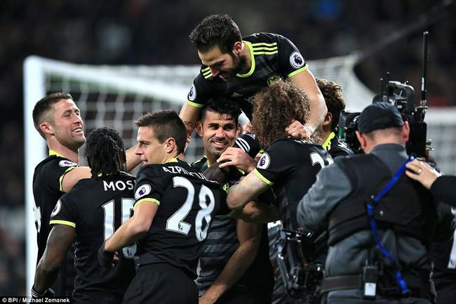 Chelsea hơn Tottenham 10 điểm, thẳng tiến tới ngai vàng - Ảnh 18.