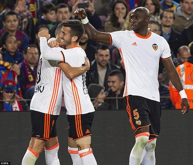 Messi lập cú đúp, Barca thắng đậm Valencia - Ảnh 4.