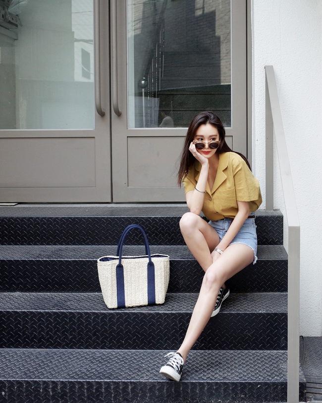 Mùa hè nhất định phải mặc jean shorts rồi, mix thế nào cũng đẹp ngất ngây thế này kia mà! - Ảnh 17.