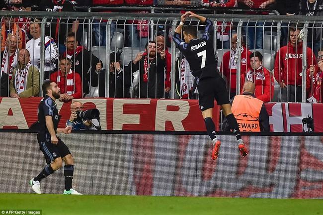 Ronaldo ghi danh vào lịch sử với cột mốc 100 bàn tại Cúp châu Âu - Ảnh 2.