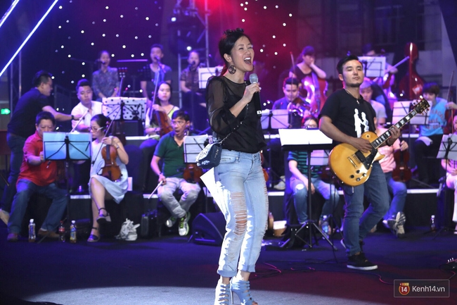 Diva Hồng Nhung gây xúc động, trình diễn như lên đồng tại buổi tổng duyệt Gala WeChoice Awards 2016 - ảnh 1