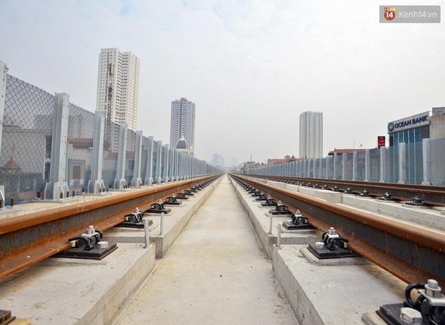 Cận cảnh đoàn tàu đường sắt Cát Linh - Hà Đông đang đóng gói, chuẩn bị vận chuyển về nước - Ảnh 4.