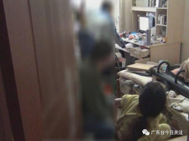 Căn phòng bẩn như bãi rác của nữ hacker 9X không tắm rửa, không ra khỏi cửa suốt 1 năm trời - Ảnh 3.