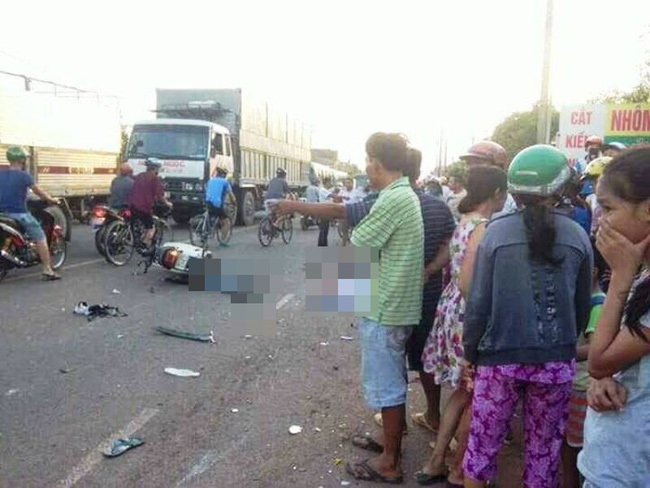 <a target='_blank' href='https://www.phunuvagiadinh.vn/xe-tai.topic'>Xe tải</a> tông 4 xe máy, người phụ nữ mang thai và bé gái lớp 3 tử vong - Ảnh 1.