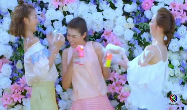 Cố tình vắng mặt, HLV The Face Thái nhờ bạn thân loại luôn thí sinh đội đàn chị - Ảnh 4.