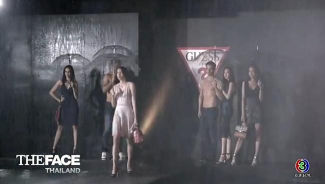 Cố tình vắng mặt, HLV The Face Thái nhờ bạn thân loại luôn thí sinh đội đàn chị - Ảnh 14.