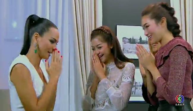 Cố tình vắng mặt, HLV The Face Thái nhờ bạn thân loại luôn thí sinh đội đàn chị - Ảnh 16.