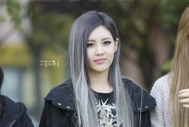 Changmakeup tạm biệt tóc bạch kim, chuyển sang màu nhuộm Bạch Cốt Tinh siêu nổi - Ảnh 4.