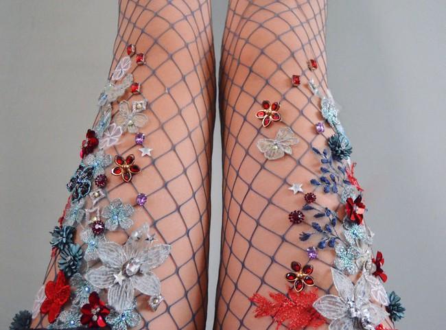 Bạn sẽ muốn ôm phản lao ra biển khi đi những đôi tất lưới phong cách nàng tiên cá này - Ảnh 5.