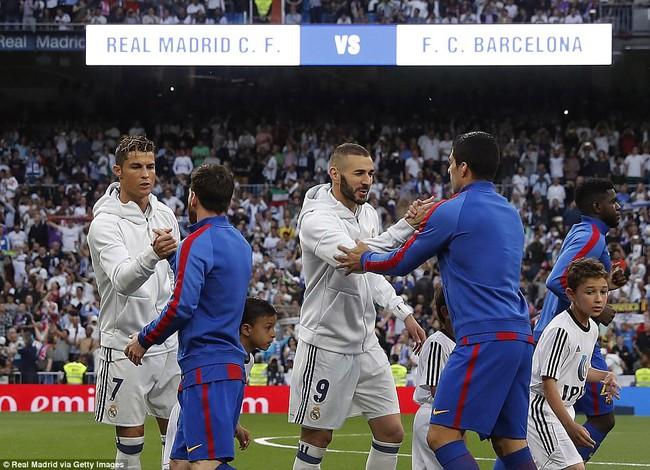 Messi khoe bộ sưu tập áo đấu, không có áo của Ronaldo - Ảnh 2.