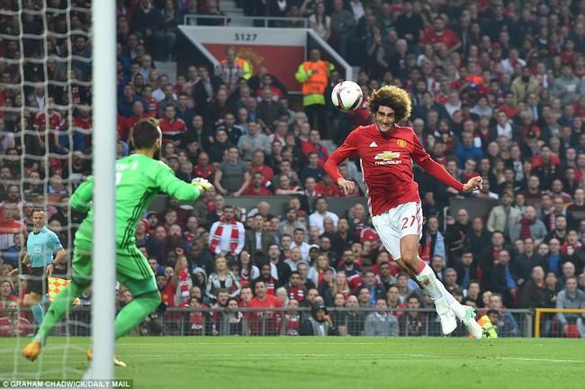 Mourinho ăn mừng như muốn khóc vì tấm vé chung kết - Ảnh 1.