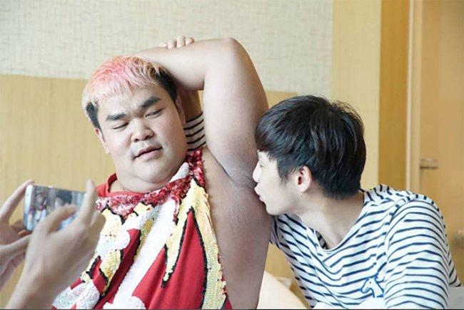 Mario Maurer, Push Puttichai và loạt trai đẹp nổi tiếng Thái Lan bị MC đồng tính cưỡng hôn? - Ảnh 11.