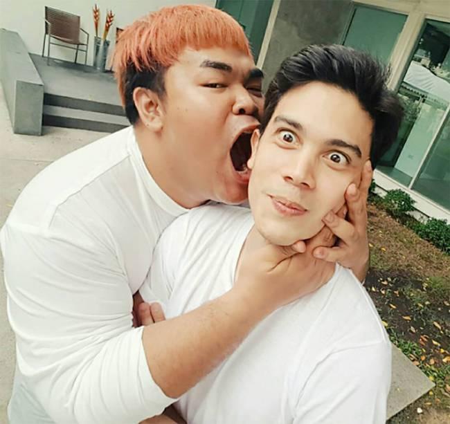 Mario Maurer, Push Puttichai và loạt trai đẹp nổi tiếng Thái Lan bị MC đồng tính cưỡng hôn? - Ảnh 13.