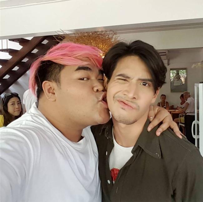 Mario Maurer, Push Puttichai và loạt trai đẹp nổi tiếng Thái Lan bị MC đồng tính cưỡng hôn? - Ảnh 12.