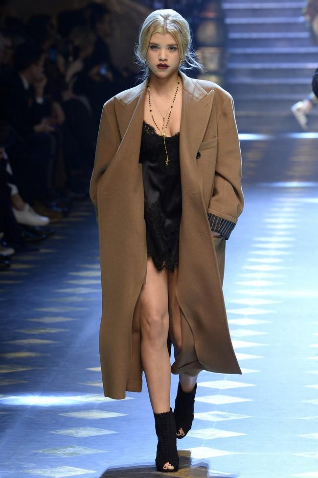 Choáng ngợp với show diễn toàn cậu ấm cô chiêu danh gia vọng tộc của Dolce&Gabbana - Ảnh 6.