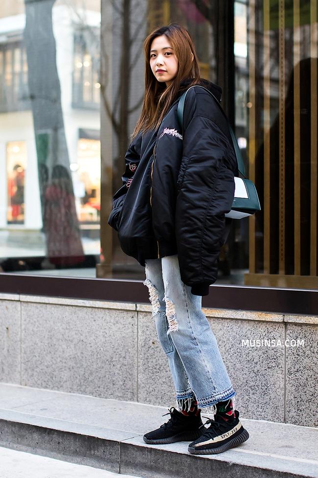 Mải mê ngắm street style ngày lạnh đẹp quên sầu của giới trẻ thế giới - Ảnh 4.
