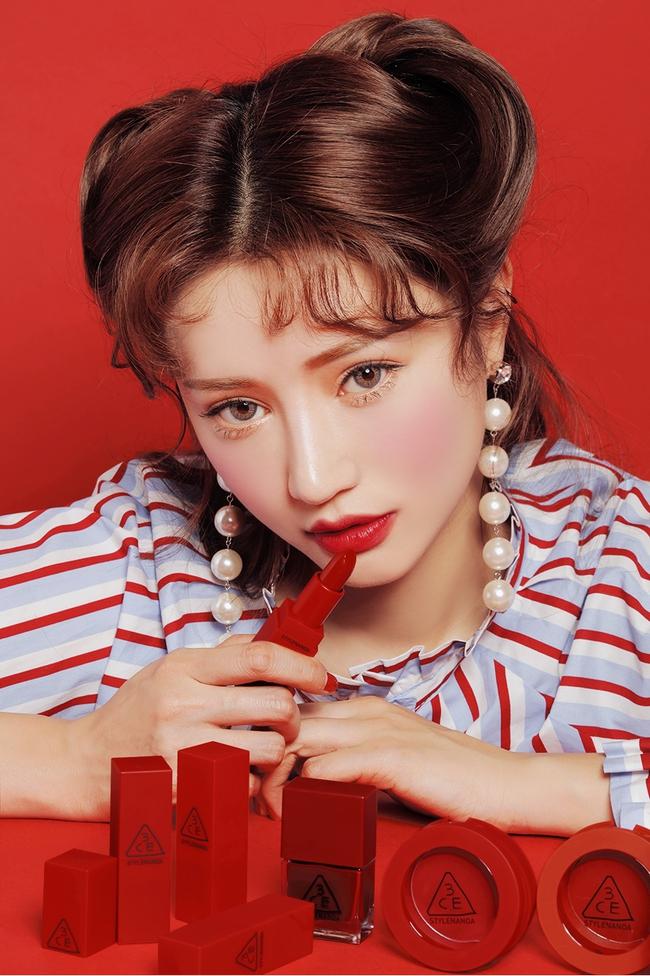 Loạt shop mỹ phẩm vạch mặt son 3CE fake: Son chính hãng thường khan hàng và không thể có giá dưới 200 ngàn đồng - Ảnh 6.