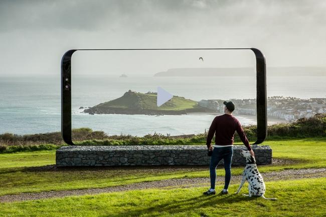 Samsung chơi trội dựng hẳn biển quảng cáo hình Galaxy S8 dài tới 7 mét - Ảnh 3.