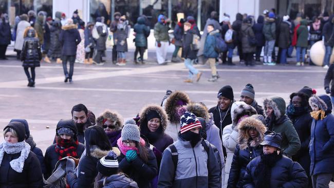 Người dân Mỹ xếp hàng dài chờ nghe bài phát biểu chia tay của Tổng thống Barack Obama - Ảnh 7.