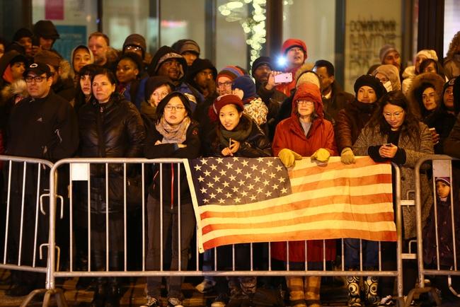 Người dân Mỹ xếp hàng dài chờ nghe bài phát biểu chia tay của Tổng thống Barack Obama
